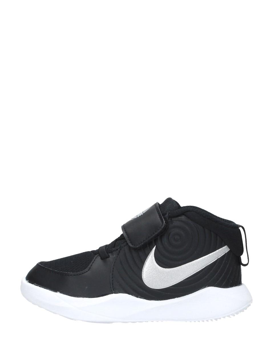 Nike - Team Hustle D 9  - Zwart